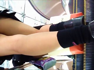 2 Japoneses Schoolgirls Upskirt With Nice Panties